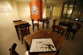 El bar El Cairo, de Rosario, recreado en un sector del espacio circular de la exhibición
