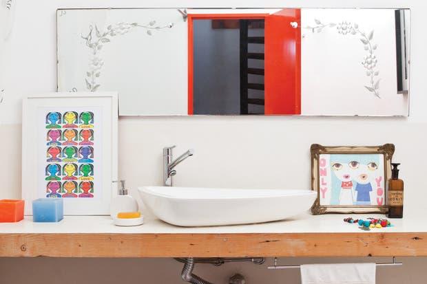 Bachas Para Baño En El Tigre:En una casa en Tigre, este baño combina las preferencias de su dueña