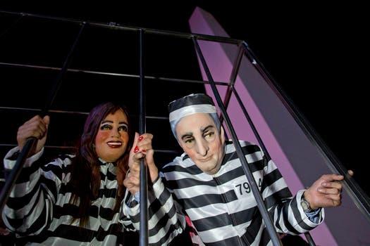 Disfraces de Néstor y Cristina, entre otros funcionarios, vestidos de presos. Foto: AP