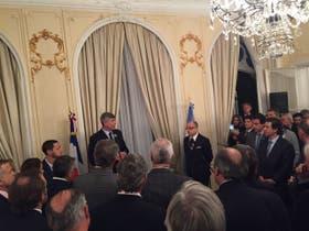 El ministro durante su discurso en la embajada en París