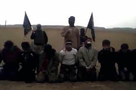 Fragmento del video en el que rebeldes sirios ejecutan a sangre fría a militares