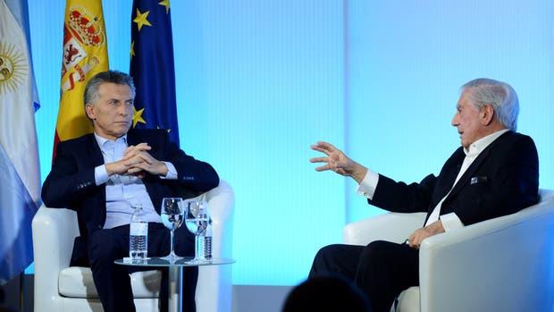 El presidente Mauricio Macri fue entrevistado hoy en Madrid por el premio Nobel de Literatura, Mario Vargas Llosa