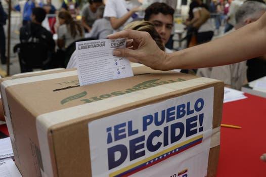 Millones de venezolanos votaron en la consulta popular. Foto: AFP