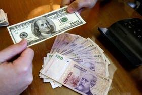 El dólar blue no cede en su escalada y rompe un nuevo récord: cotiza a $14,77