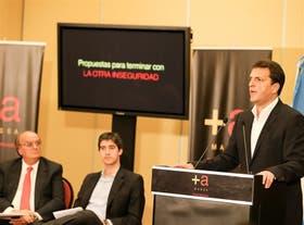 Massa, acompañado por Mendiguren y Adrián Pérez, durante la presentación de su proyecto, ayer, en el Hotel Meliá