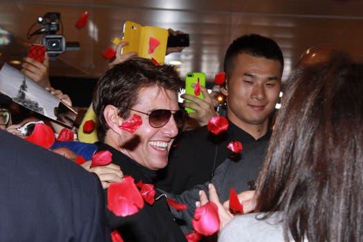 """""""Oblivion"""" llegó a China, en donde Tom Cruise recibió pétalos de rosas como bienvenida. Foto: AFP"""