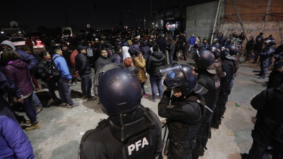 Por la noche la actividad se reinicio con mucha tensión. Foto: LA NACION / Daniel Jayo