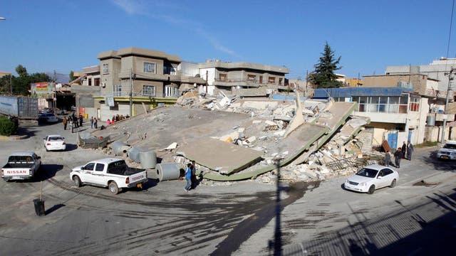 Un edificio colapso por completo tras el violento sismo