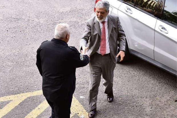 El ex ministro, al llegar ayer a los tribunales