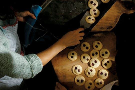 Biscuits con ojos de frambuesa, especialidad del tándem Laura Palacios-Lola Goldstein. Foto: Andrés Lehmann
