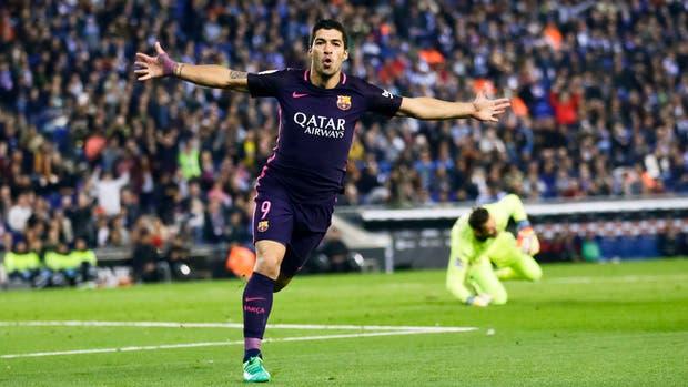 Barcelona ganó el clásico catalán y sigue en la cima de la Liga de España