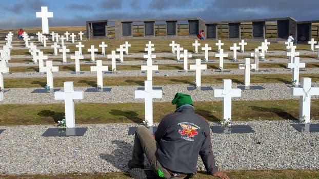 El cementerio de Darwin donde descansan los restos de los caídos en combate. Foto: Archivo / Fabián Marelli / LA NACION
