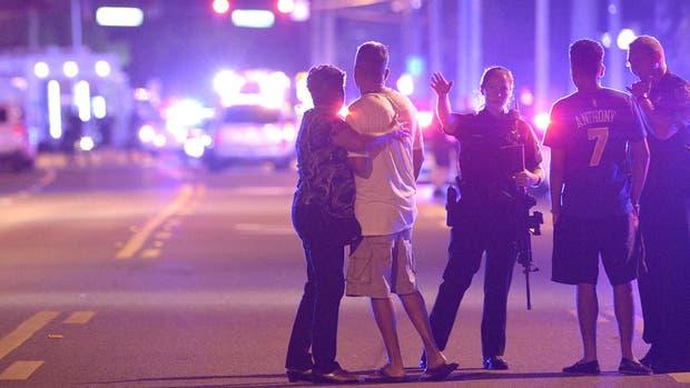 Al menos 20 muertos tras un tiroteo en un local bailable de Orlando