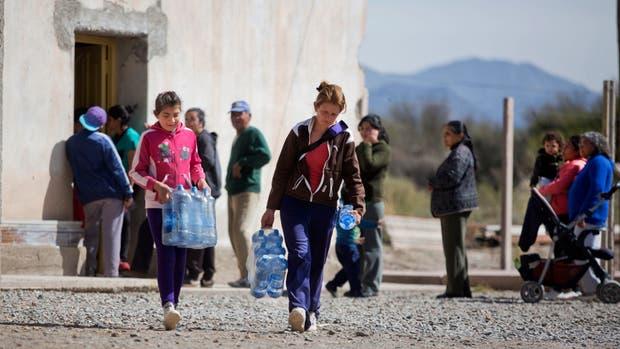 En el departamento de Jáchal, el gobierno repartió, por día, dos litros de agua por persona