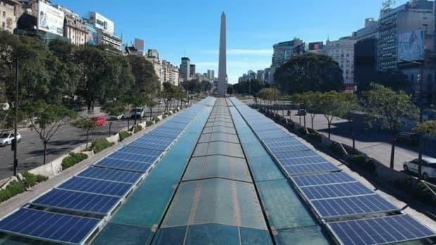 El gobierno porteño instaló paneles de energía solar en el Metrobus de 9 de Julio