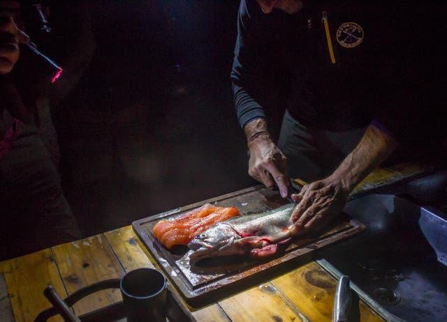 Preparando la cena en el Lago Krüger. Foto: Gustavo Castaing