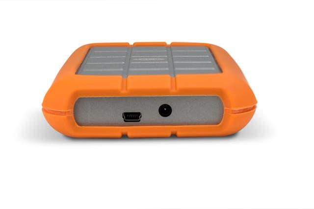 La gran mayoría de las nuevas unidades externas no requieren una fuente de alimentación externa, ya que toman la energía de forma directa desde el puerto USB