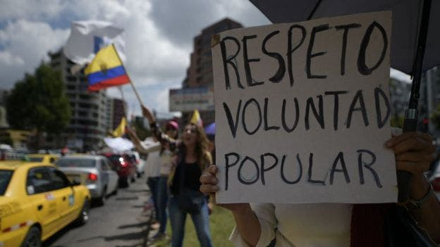 El candidato presidencial oficialista en Ecuador fue declarado ganador en medio de denuncias de fraude de la oposición