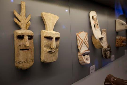 Máscaras indígenas son exhibidas en la muestra Madre Tierra. Foto: LA NACION / Matias Aimar