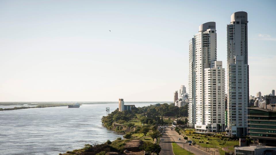 Los nuevos rascacielos de Rosario a la vera del Paraná.