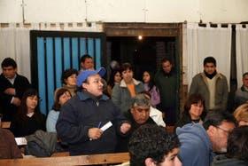 En San Miguel, los vecinos, junto a organizaciones sociales, se reúnen en un espacio público y conforman un foro