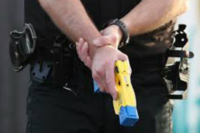 Las pistolas eléctricas Taser fueron prohibidas a la Policía Metropolitana