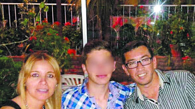 Diego Lorenzetti fue arrestado anoche frente a su hijo de 16 años; había asegurado que el asesinato de su esposa fue una venganza política