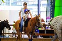Delfina Blaquier acompañó a Alba, de 4 años, en su primer partido de polo
