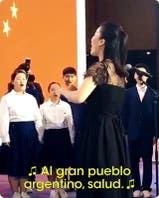 El coro chino que le cantó a Mauricio Macri el himno argentino