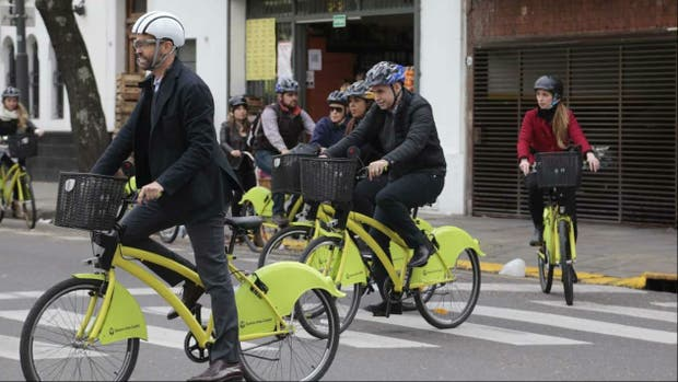 Dietrich y Larreta se subieron a las bicis amarillas