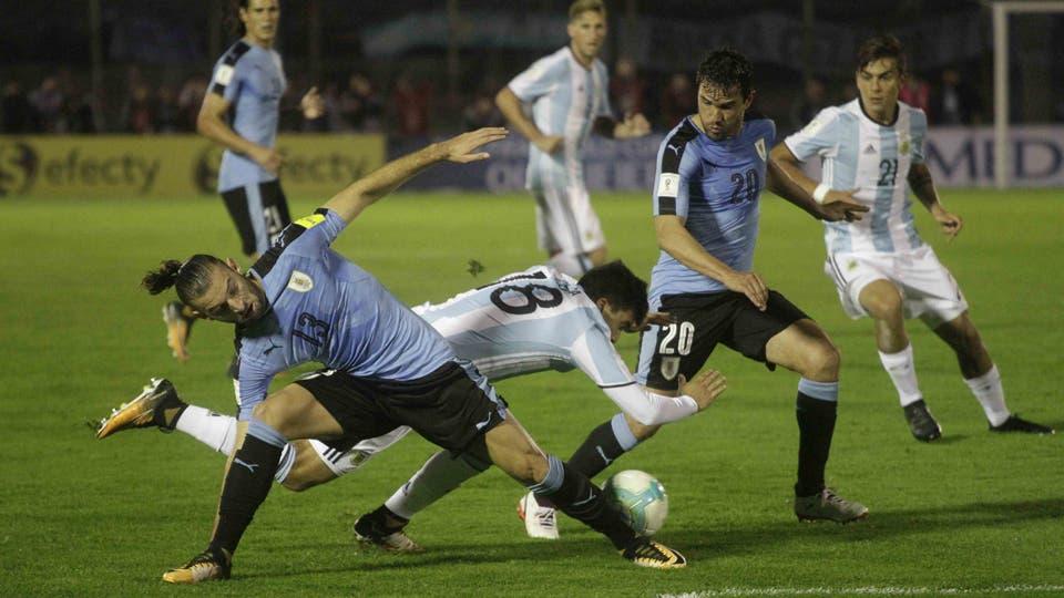 Lo mas destacado de la noche en el estadio Centenario. Foto: DyN