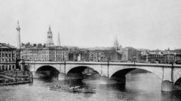 Antes de la construcción del alcantarillado de Londres el río Támesis era completamente pestilente.