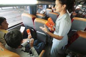 En Retiro entregan repelente a los viajeros