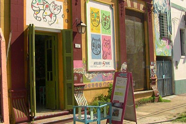 Obras de arte en el exterior de Atelier 5. Foto: Cecilia Wall
