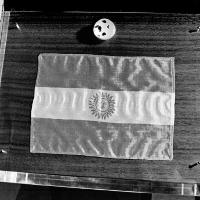 El Planetario albergar parte de rocas y polvo lunar, que los astronautas Armstrong y Aldrin recogieron en la Luna en julio de 1969. Se trata de cuatro peque?os trozos de 3 mm. cada uno, protegidos dentro de una esfera transparente.