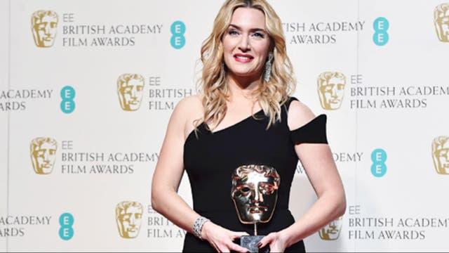 Kate Winslet, radiante con su premio