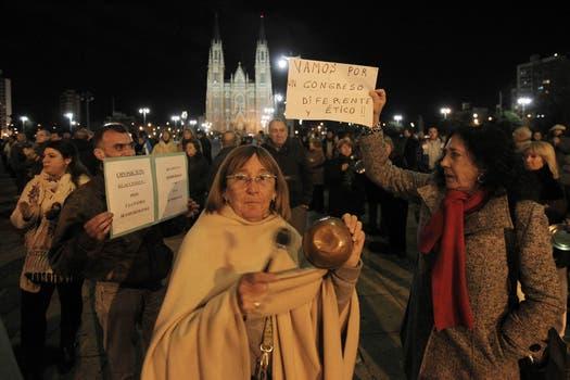 En La Plata, se reunieron frente a la sede del Palacio Municipal. Foto: LA NACION / Santiago Hafford