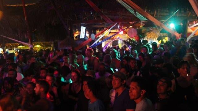 La noche, uno de los atractivos de Montañita. Foto: Facebook