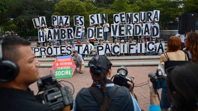 En el Día del Periodista, trabajadores de la comunicación protestaron en las calles contra la censura.