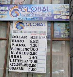 BOLIVIA. En la agencia paceña Globa hace un mes el peso argentino se pagaba Bs. 1,3; ahora, 1