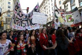 Estudiantes marcharon ayer frente al Ministerio de Educación