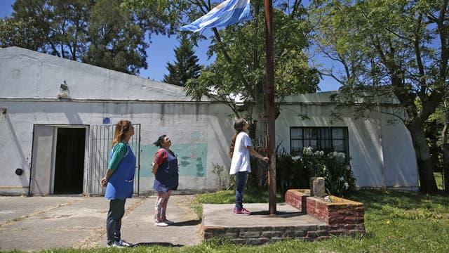 Luján. Camila, única alumna de la primaria N°20; en la provincia hay 1000 escuelas con menos de 10 alumnos