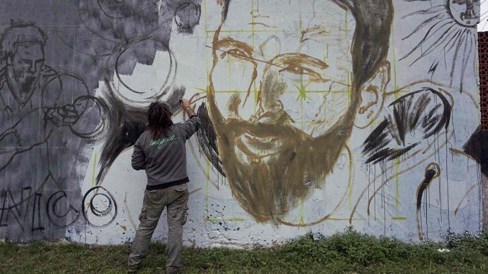 Murales y preparativos para el casamiento del idolo. Foto: AFP