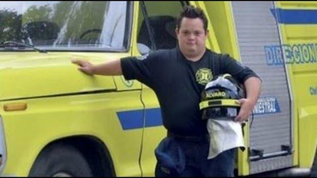 Álvaro Farges, el primer bombero con síndrome de Down