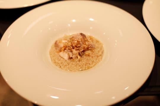 Mini arroz con pescado Garoupa y escamas fritas. Foto: Francio de Holanda/Nespresso