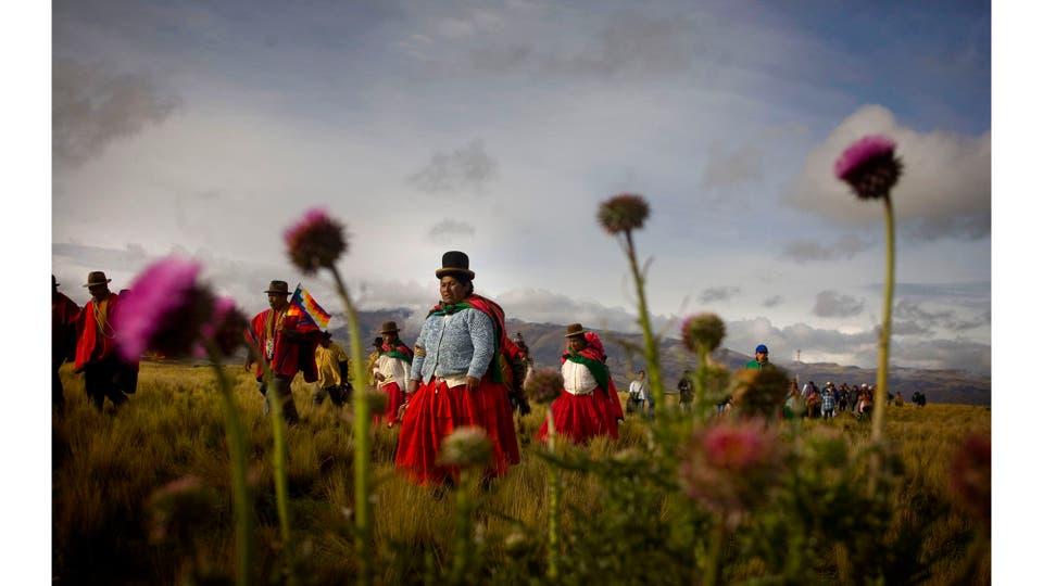 Evo Morales asume su segunda presidencia consecutiva de la llamada Revolución democrática cultura.Haciendo hincapié en la dualidad institucional e indígena, la primera jornada se realizó en la ciudad arqueológica de Tiwanaku, Bolivia, enero 2015. Foto: Nivolo Facundo