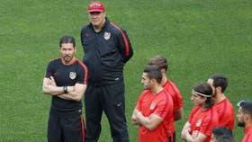 German Burgos y Simeone en un entrenamiento del Atlético