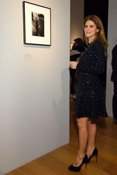 Flavia Palmiero muy interesada en la obra de Arbus.