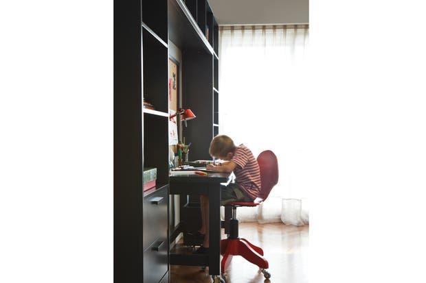 Silla de escritorio modelo Sofi con sistema neumático y ruedas reforzadas (El Círculo de las Vitaminas)..