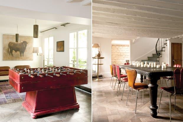 Este espacio forma una L con el comedor que, a su vez, está directamente comunicado con la cocina. El metegol vintage fue un hallazgo de Elodie Sire en el mercado de Paul Bert..